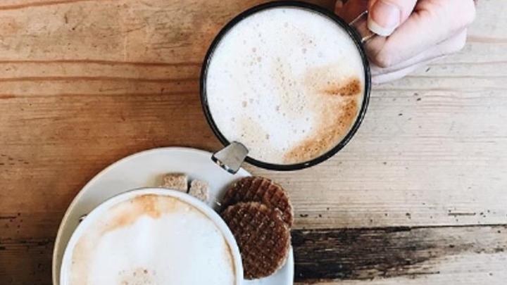 Medium coffee cups