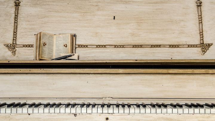 Medium piano 1500